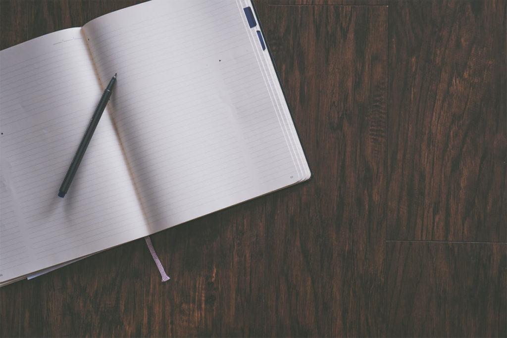 Auf diesem Bild sieht mein ein Tagebuch, welches man zum selbstbewusst werden nutzen kann.