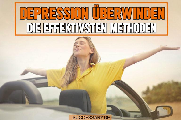 Die Frau auf diesem Bild streckt ihre Arme in die Luft, weil sie es geschafft hat ihre Depression zu überwinden.