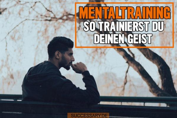 Der Mann auf diesem Bild sitzt auf einer Bank und absolviert sein Mentaltraining.